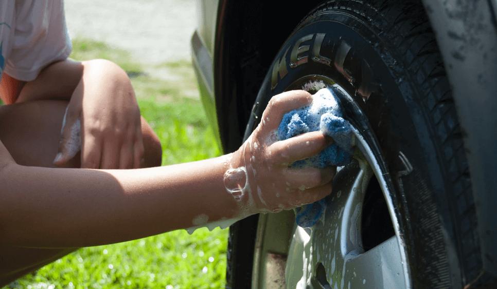 Ett däck som tvättas